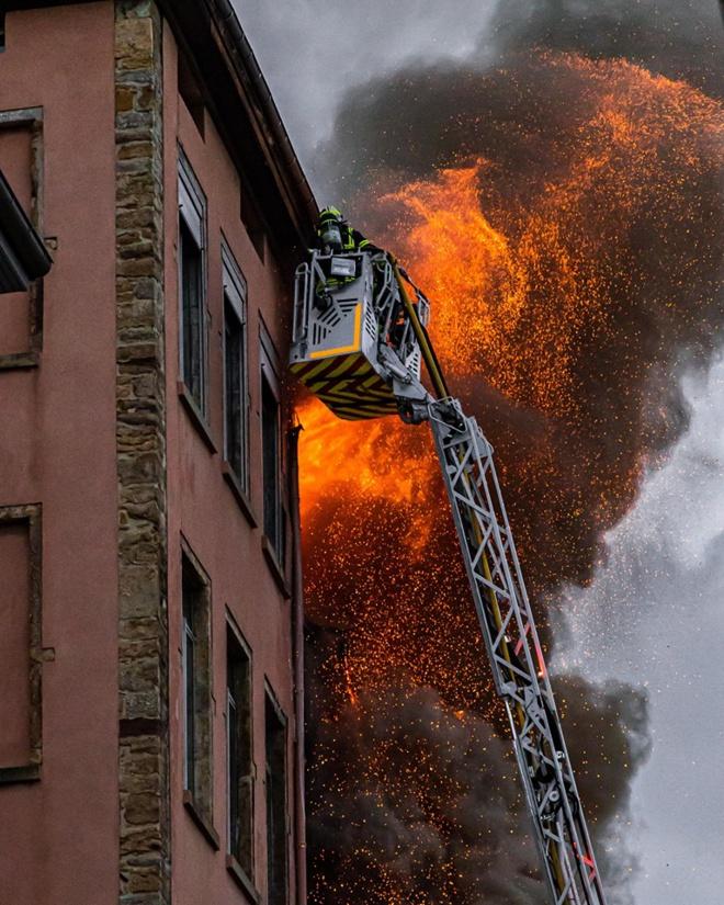 Un violent incendie ravage un immeuble d'habitation à Lyon