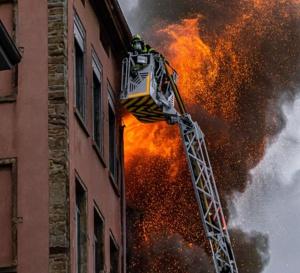 D3I vous informe : Un violent incendie ravage un immeuble d'habitation à Lyon