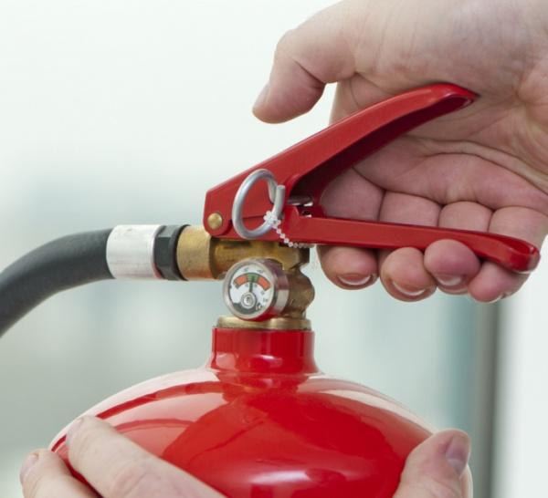 Fabrication d'un extincteur à pression permanente