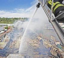 Un incendie à Chaponost détruit un entrepôt de près de 3000m2